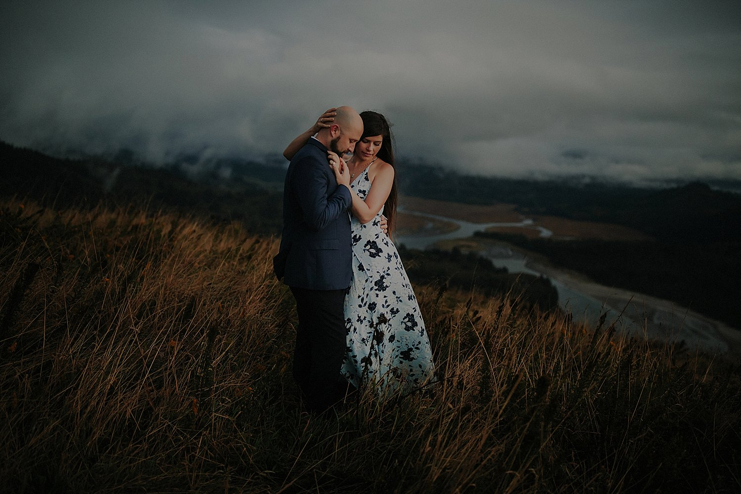 cascade-head-trail-engagement-session_0031