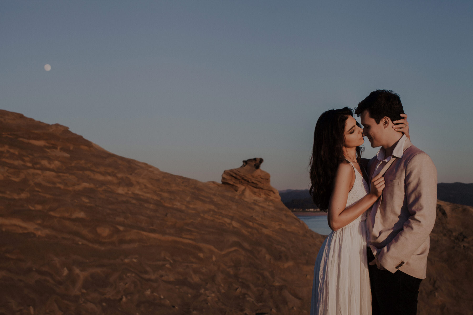 how to photograph couples naturally